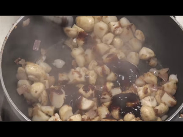 Water Chestnut and Mushroom Fry Video