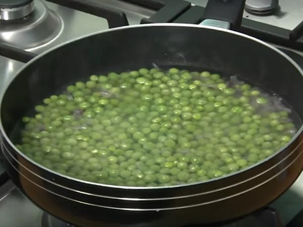 how to prepared immature peas soup