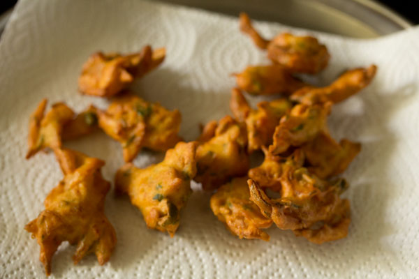 making onion pakoda recipe